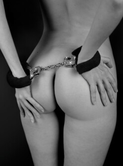 Crystal Handcuffs Black 1011-01 2