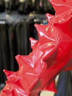 Lak Handschoenen Spikes in rood of zwart PVI300T 2